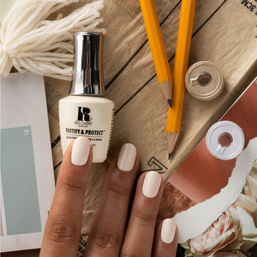 Red Carpet Manicure Fortify & Protect Gel Polish The Fashion Issue Collection - The Perfect Fit 9ml